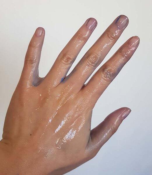 dye hands